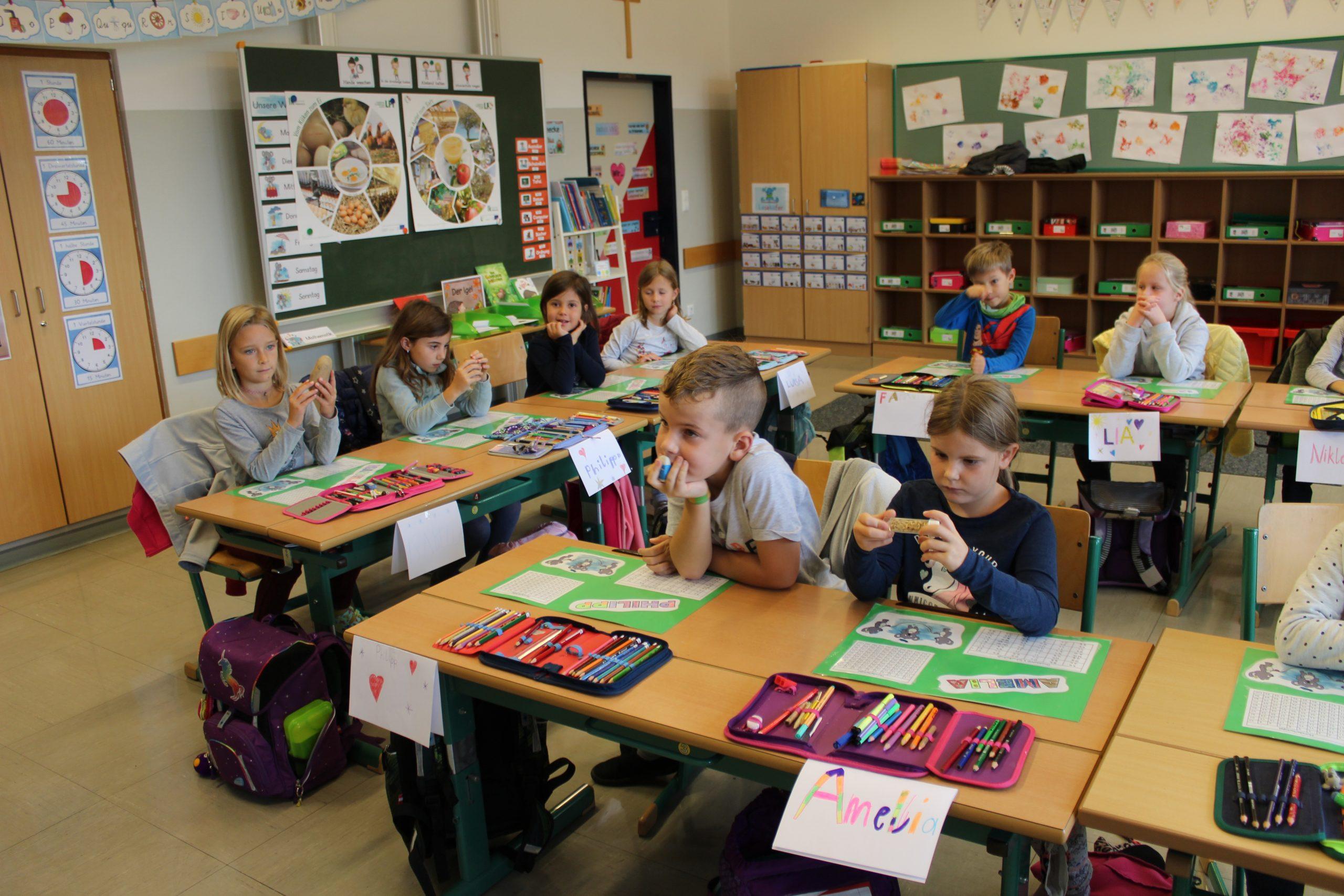 Bäuerinnen besuchen die Volksschule